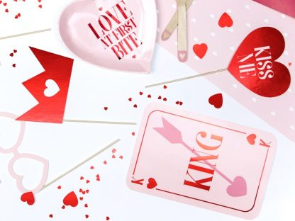 73534_8_Props_On_A_Stick_Valentines_Photo_Booth_7s_4.jpg